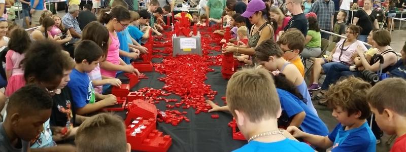 Red Play Brick 800×300